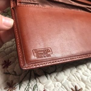 Dooney & Bourke Bags - VTG Dooney & Bourke AWL Navy Wallet